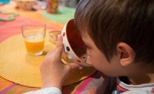 Des petits déjeuners gratuits sont expérimentés dans deux écoles bordelaises depuis l'automne 2019.