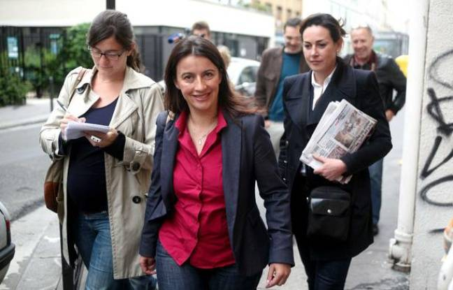 Cécile Duflot (Europe Ecologie Les Verts) sort d'un bureau de vote à Paris le 10 juin 2012 lors du premier tour des législatives.