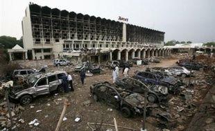 Les enquêteurs traquaient lundi une cellule de militants islamistes d'Al-Qaïda à Islamabad, soupçonnés d'avoir perpétré l'attentat suicide qui a dévasté samedi le grand hôtel Marriott en plein coeur de la capitale du Pakistan et tué au moins 60 personnes.