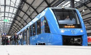 L'un des trains à hydrogène qu'Alstom Le constructeur ferroviaire Alstom a d'ores et déjà mis en circulation dans le nord de l'Allemagne.