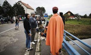 Des réfugiés sur un pont entre la Croatie et la Slovénie, le 20 septembre 2015.