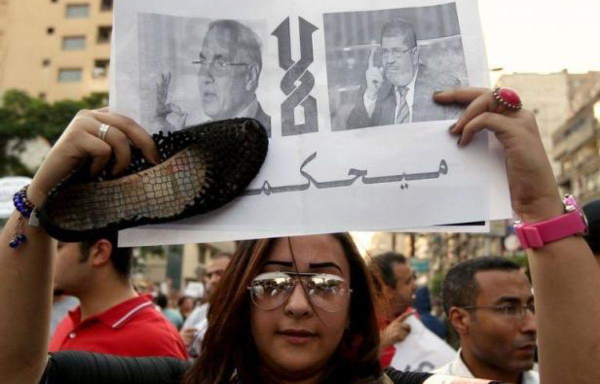 Les bureaux de vote ont ouvert samedi en Egypte pour le second tour de la première présidentielle depuis la chute de Hosni Moubarak l'an dernier, qui opposera l'ancien militaire Ahmad Chafiq au Frère musulman Mohammed Morsi. – Marwan Naamani afp.com