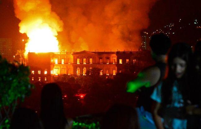 VIDEO. Brésil: Un incendie ravage le Musée national de Rio de Janeiro