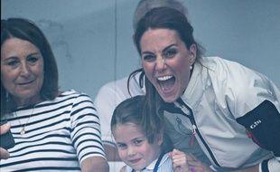 Sa maman Kate Middleton aussi fait des grimaces.