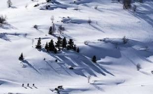 Illustration de skieurs.