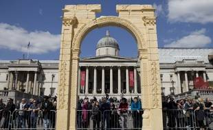 Une copie en marbre égyptien de l'Arc de Triomphe de Palmyre en Syrie à Trafalgar Square à Londres.