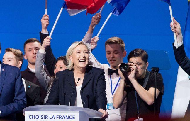 A droite à l'image, Laurent L., jeune photographe qui suit et photographie Marine Le Pen dans tous ses déplacements, a liké sous son pseudo
