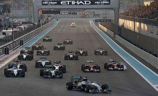 Les voitures lors du Grand Prix d'Abu Dhabi le 23 novembre 2014.