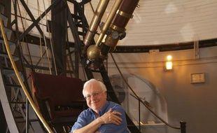 L'astronome américain d'origine britannique Brian Marsden, mondialement reconnu pour ses talents de traqueur de comètes et pour avoir contribué à rétrograder Pluton au rang de planète naine, est mort le 18 novembre à 73 ans, a annoncé le Centre Harvard-Smithsonian d'Astrophysique.