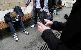 En 2017, 410.000 cas de harcèlement scolaire ont été répertoriés dans les écoles primaires et les collèges du Japon (illustration).