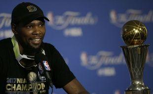 Kevin Durant a remporté le titre NBA 2017, pour sa première saison avec les Golden State Warriors.