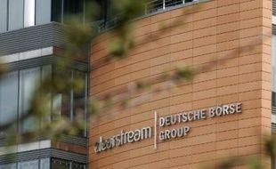 La société luxembourgeoise Clearstream va verser 152 millions de dollars aux Etats-Unis afin de mettre un terme à des poursuites liées à la violation de sanctions imposées à l'Iran, a annoncé le Trésor américain jeudi.