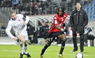 Gervinho dribble Rudy Mater au Stadium de Villeneuve-d'Ascq, le 28 novembre dernier.