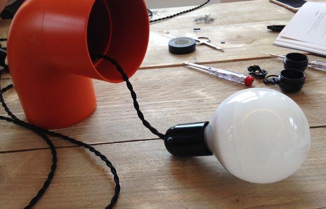 diy comment fabriquer une lampe design partir d 39 un tuyau en pvc. Black Bedroom Furniture Sets. Home Design Ideas