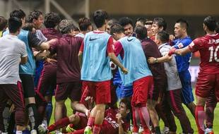 Le Brésilien Oscar a déclenché une bagarre générale lors du match Shanghai-Guangzhou, le 18 juin 2017.