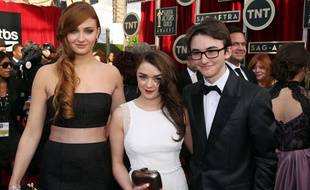 Sophie Turner, Maisie Williams et Isaac Hempstead Wright aux Screen Actors Guild Awards le 18 janvier 2014 à Los Angeles.