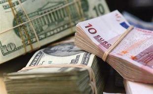 L'euro était en hausse jeudi face au billet vert, touchant un nouveau sommet à 1,5205 dollar vers 17H15 GMT, la monnaie américaine pâtissant de nouveaux indicateurs économiques en berne ainsi que du ton baissier du président de la Fed Ben Bernanke.
