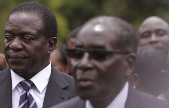 L'ancien vice-président du Zimbabwe Emmerson Mnangagwa aux côtés du président Robert Mugabe