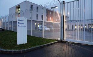"""Le syndicat de police Alliance a protesté dimanche dans un communiqué contre la """"situation d'insécurité"""" à proximité du centre de rétention administratif de Rennes où, selon lui, deux policiers ont été visés par """"des tirs d'armes à feu"""" dans la nuit de vendredi à samedi qui n'ont pas fait de blessé."""
