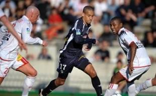 Bordeaux, mené pendant près d'une demi-heure, a finalement battu Nancy 2 à 1 grâce à un penalty de Cavenaghi pour conserver sa deuxième place avec désormais six points d'avance sur sa victime du jour, réduite à neuf, samedi, lors du match avancé de la 31e journée de Ligue 1.