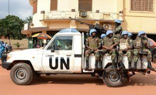 Des casques bleus rwandais patrouillent à Bangui, le 9 décembre 2014