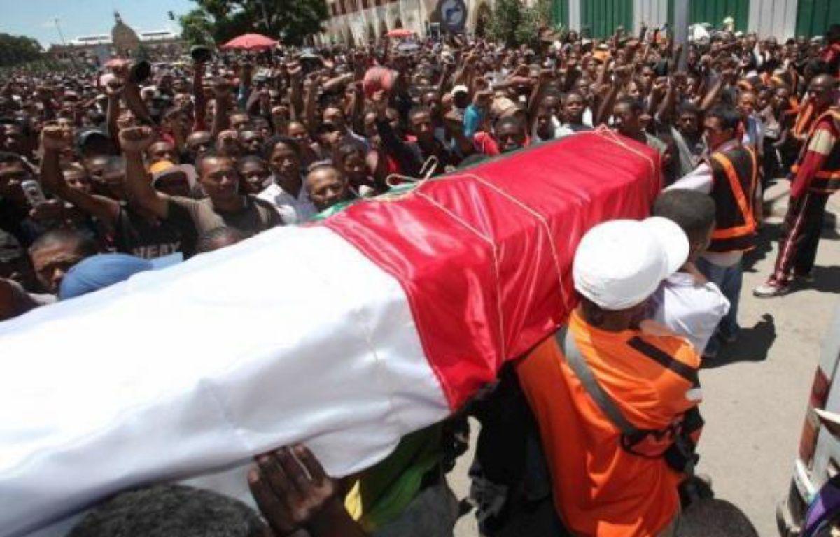 Emeutes et pillages ont fait au moins 68 morts dans le pays depuis lundi, selon un bilan établi mercredi par la gendarmerie malgache. – Richard Bouhet AFP