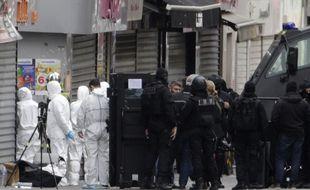 Le 18 novembre, l'assaut contre le squat dans lequel sont retranchés les terroristes, à Saint-Denis, dure plus de 3 heures