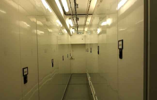 Les armoires de conservation de l'oeuvre d'Yves Saint Laurent.