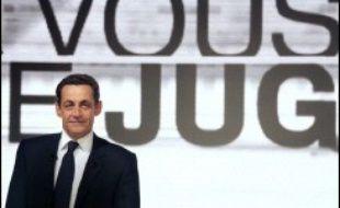 Nicolas Sarkozy a pris garde de ménager Ségolène Royal, la candidate socialiste en 2007 à qui il devrait être opposé, et Michèle Alliot-Marie, qui pourrait vouloir lui disputer le soutien de l'UMP pour se présenter à l'élection présidentielle, jeudi soir sur France 2.