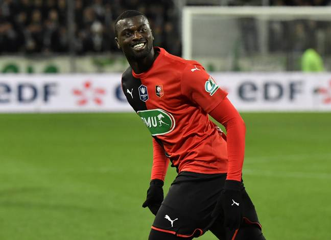 On March 5, M'Baye Niang scored in the semi-final of the Coupe de France in the Chaudron (2-1).  Here he is officially from Saint-Etienne from this Friday.