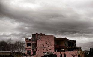 Un immeuble détruit le 16 mars, dans l'ouest de Mossoul