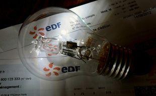 EDF a souffert de vastes dépréciations d'actifs au premier semestre, mais a pu limiter la baisse de ses résultats grâce à l'allongement de la durée de vie comptable de certains réacteurs