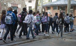 Le 05 septembre 2011. Rentrée des eleves du college Matisse, 3 rue de Vitruve dans le XXeme.  V. WARTNER / 20 MINUTES