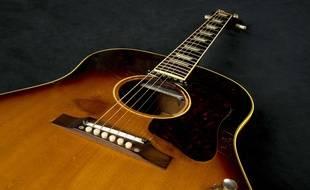La Gibson acoustique J-160E de 1962 de John Lennon.
