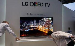 A l'IFA, les nouveaux écran OLED incurvés, comme ici sur le stand LG, intrigaient et suscitaient toutes les convoitises.