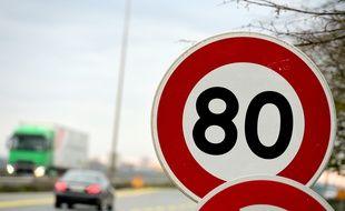 Des associations et groupes d'usagers protestent contre la limitation de vitesse à 80 km/h sur les routes secondaires.