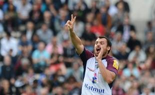 Bordeaux's French fly half Lionel Beauxis gestures and shouts during the French Top 14 rugby union match between Union Bordeaux-Begles (UBB) and Castres (CO) on October 11, 2014 at the Chaban-Delmas stadium in Bordeaux, southwestern France. AFP PHOTO / NICOLAS TUCAT