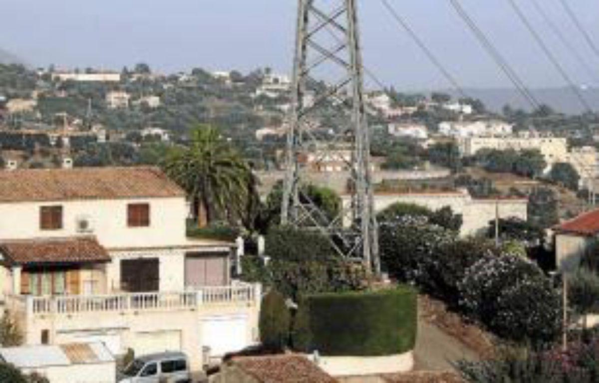 Paca Est ne dispose que d'une ligne à 400 000 volts. –  BEBERT BRUNO / SIPA