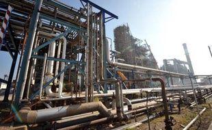 Les salariés de la raffinerie Total de Donges (Loire-Atlantique) ont décidé de mettre fin à leur grève, trois raffineries du groupe sur cinq restant touchées par un mouvement reconductible à l'appel de la CGT et FO portant sur les salaires.