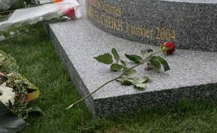 Mémorial pour les victimes de Charm el Cheikh au cimetière du père Lachaise.
