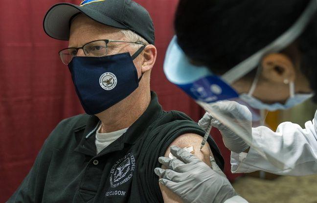 648x415 le secretaire d etat americain a la defense christopher miller recevant le vaccin pfizer biontech le