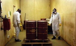 L'Afrique du Sud, ancienne puissance militaire nucléaire sous l'apartheid, a mis au point une nouvelle technologie qui permet d'utiliser de l'uranium faiblement enrichi à des fins médicales, contribuant ainsi à contrôler la prolifération.