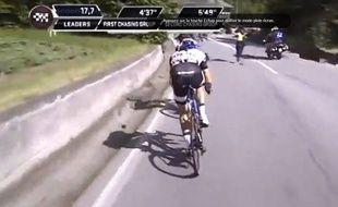 Un motard de la télévision italienne a percuté un bénévole de la protection civile sur le Giro le 24 mai 2014.