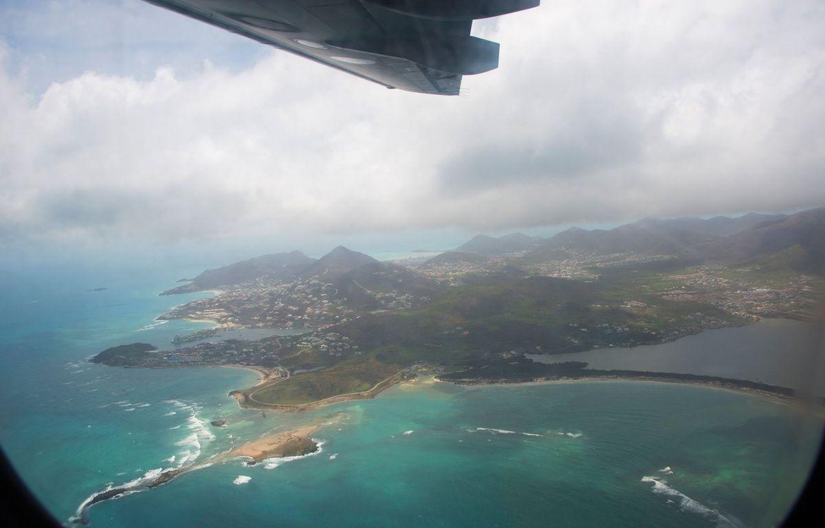 Une vue aérienne de l'île de Saint-Martin après le passage de l'ouragan Irma. – AFP