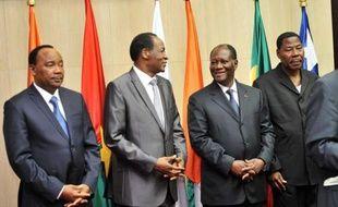 L'Afrique de l'Ouest a lancé jeudi un ultimatum de 72 heures à la junte au pouvoir au Mali depuis le 22 mars, brandissant la menace d'un embargo diplomatique et financier faute d'un retour à l'ordre constitutionnel après la chute du président Amadou Toumani Touré.