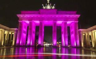 """Berlin, """"pauvre mais sexy"""" selon le slogan de son maire, voit son image ternie par les retards de grands projets, en tête l'aéroport Willy-Brandt dont l'ouverture a été reportée vendredi, pour la quatrième fois en deux ans."""