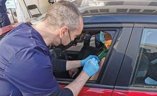 Le premier vaccidrive de France a ouvert ses portes près de Montpellier. A la clinique Saint-Jean, il est désormais possible de se faire vacciner contre le Covid-19 depuis sa voiture.