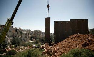 Installation d'un mur de séparation dans le secteur majoritairement chrétien de Beit Jala et de la vallée de Crémisan, le 7 avril 2016