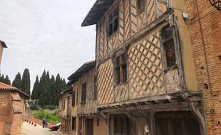 Un homme a blessé par arme à feu une personne ce jeudi 1er juillet à Rieux (Haute-Garonne) avant de se retrancher chez lui.