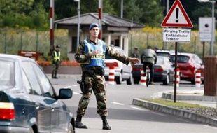 Les autorités allemandes n'ont cependant pas officiellement confirmé des informations de la radio régionale SudWestrundfunk selon lesquelles l'aéroport de Francfort et la base aérienne attenante de Ramstein, quartier général des forces de l'air américaines en Europe, étaient visés par ces projets d'attentats.